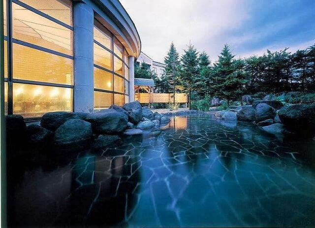 ホテルの温泉をゆっくり楽しめる『デコ平温泉』【グランデコ】