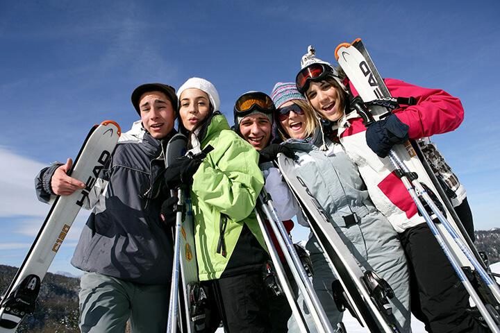 <ゲレンデ英会話>外国人旅行者と雪の里で国際交流のイメージ