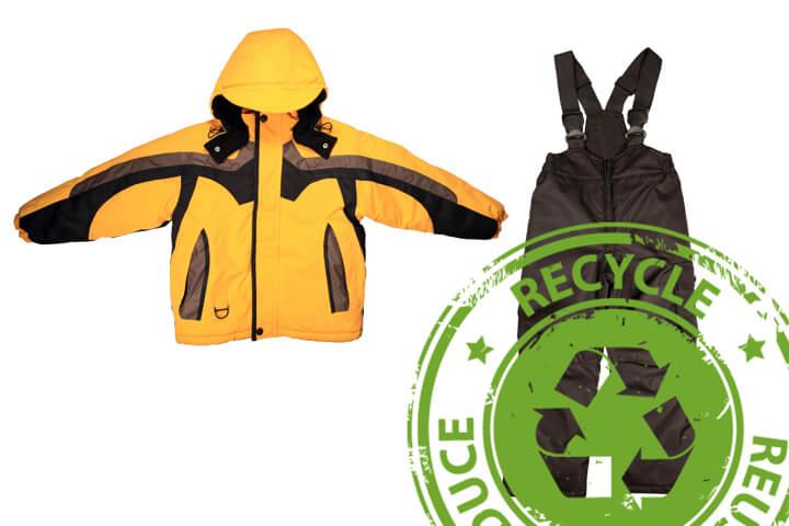 リサイクルショップ物色!子ども用中古ウェアの探し方のイメージ