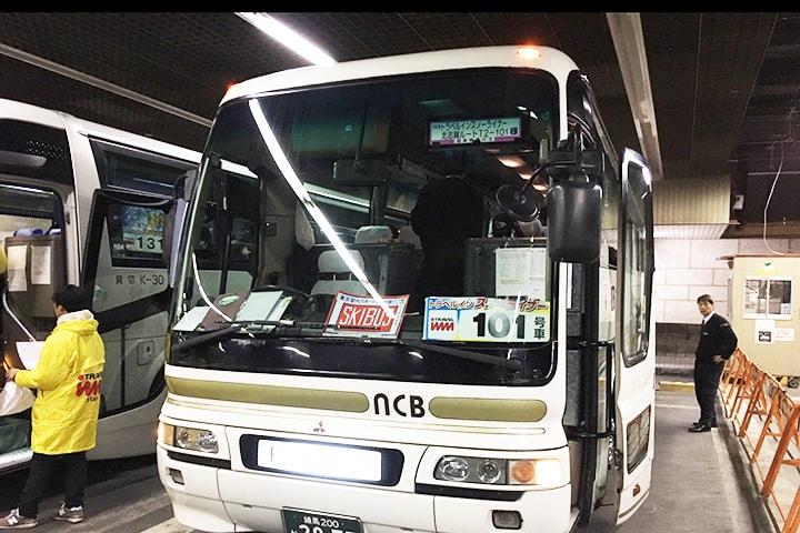 夜行バスでこれがあると便利!夜発バスツアーの持ち物のイメージ