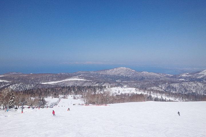 北海道スキーおすすめ5スキー場|新千歳空港からアクセスの良いゲレンデはここ!のイメージ