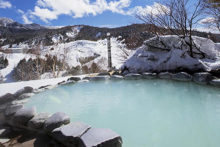 スキー・スノボと温泉が楽しめる8スキー場|温泉宿&日帰り温泉が充実!のイメージ