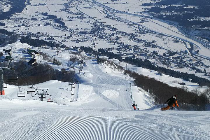 石打丸山スキー場現地レポート!新設のゴンドラ&スキーセンターは必見!のイメージ