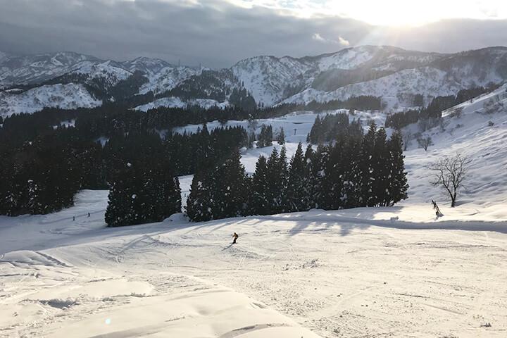 上越国際スキー場現地レポート!4つのエリアに多彩なコース日本屈指のビッグゲレンデ!のイメージ
