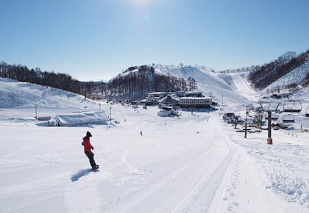 新宿夜発<HAKUBA VALLEY鹿島槍スキー場>リフト券付き 日帰りバスプラン