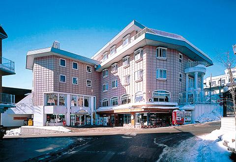 <HAKUBA VALLEY栂池高原スキー場>ゲレンデサイド温泉付ホテル スマッシュヒットプラン